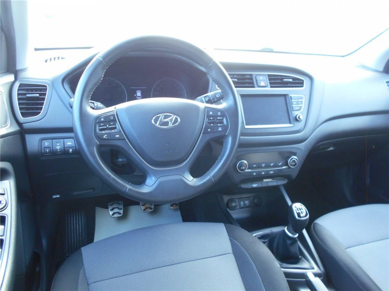 HYUNDAI i20 Active 1.0 T-GDi 100 - véhicule d'occasion - Groupe Guillet - Chalon Automobiles - 71100 - Chalon-sur-Saône - 2