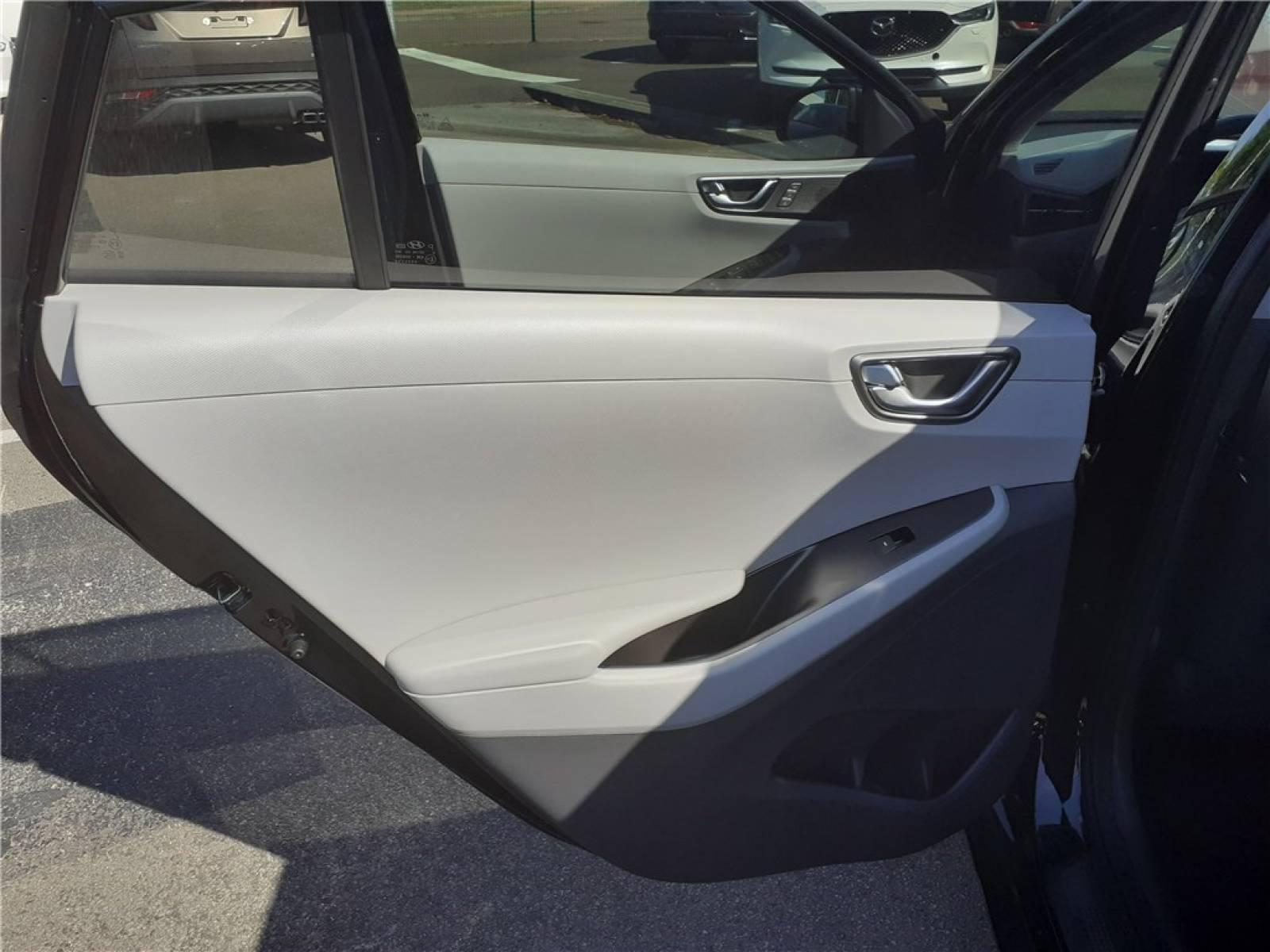 HYUNDAI Ioniq Plug-in 141 ch - véhicule d'occasion - Groupe Guillet - Chalon Automobiles - 71100 - Chalon-sur-Saône - 30