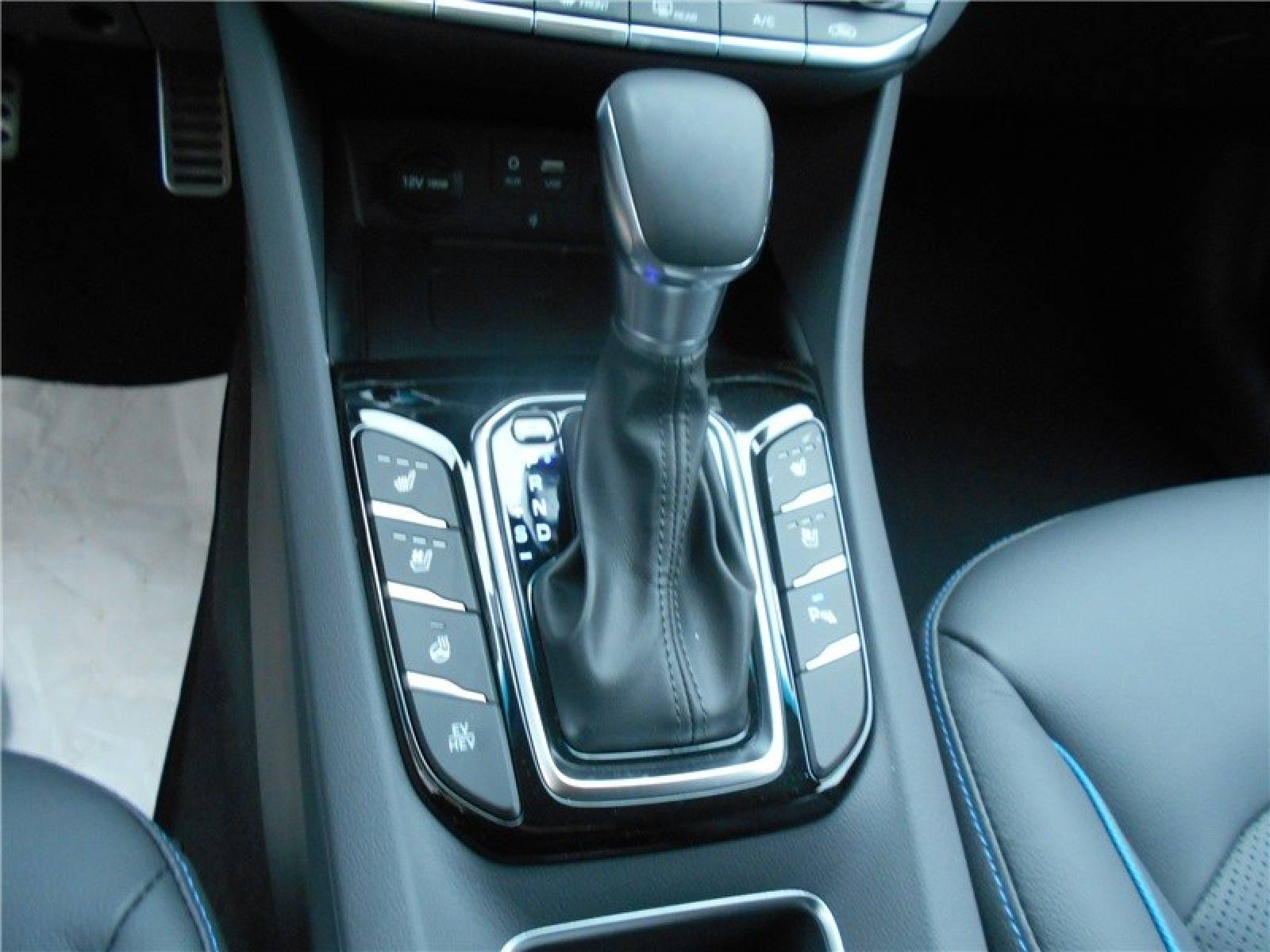 HYUNDAI Ioniq Plug-in 141 ch - véhicule d'occasion - Groupe Guillet - Chalon Automobiles - 71100 - Chalon-sur-Saône - 10