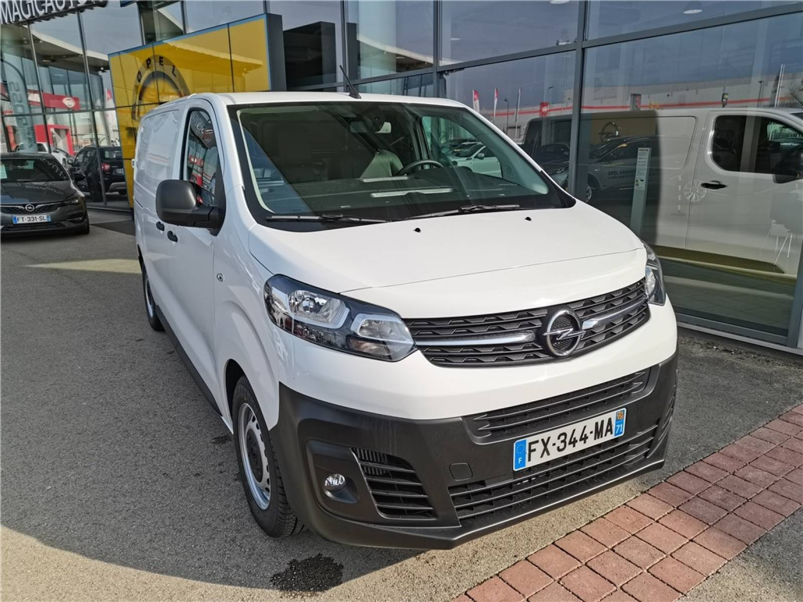 OPEL VIVARO FGN L2 1.5 DIESEL 120 CH - véhicule d'occasion - Groupe Guillet - Opel Magicauto - Chalon-sur-Saône - 71380 - Saint-Marcel - 1