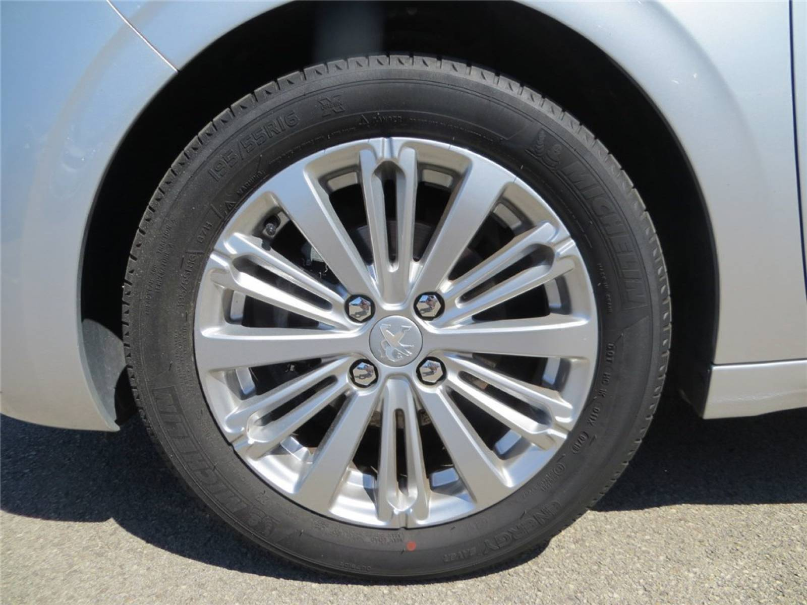 PEUGEOT 208 1.2 PureTech 82ch BVM5 - véhicule d'occasion - Groupe Guillet - Opel Magicauto - Chalon-sur-Saône - 71380 - Saint-Marcel - 5