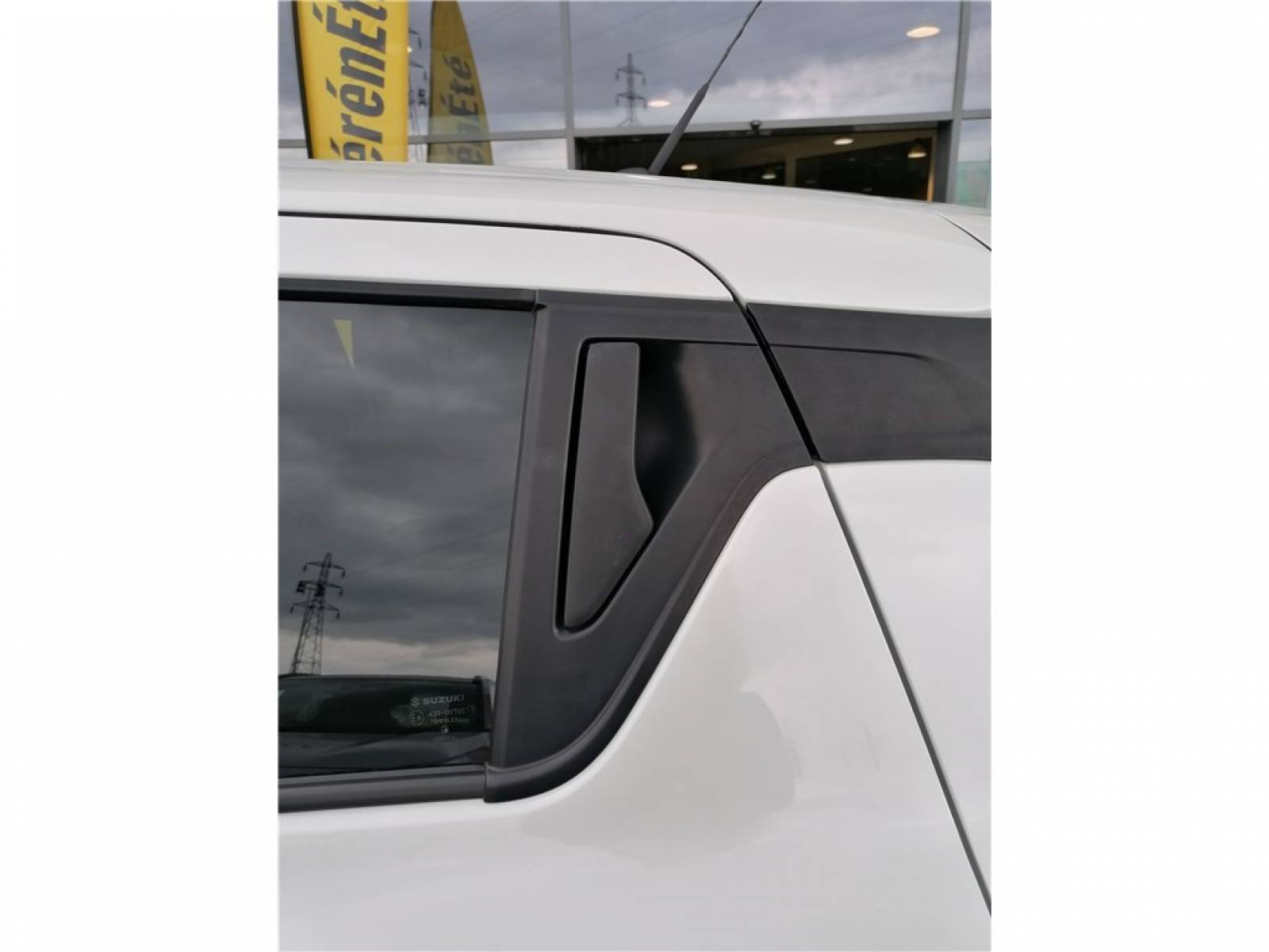 SUZUKI Swift 1.2 Dualjet Hybrid - véhicule d'occasion - Groupe Guillet - Hall de l'automobile - Chalon sur Saône - 71380 - Saint-Marcel - 9