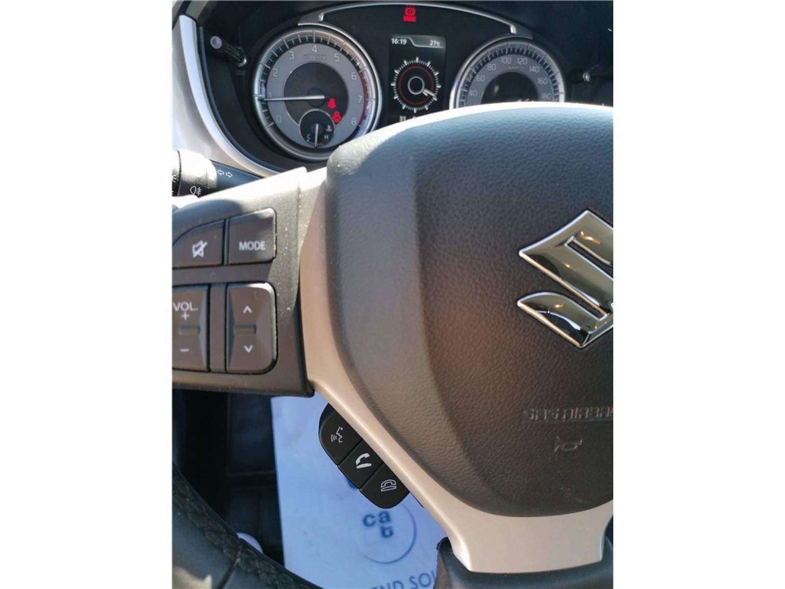 SUZUKI Vitara 1.0 Boosterjet - véhicule d'occasion - Groupe Guillet - Opel Magicauto - Chalon-sur-Saône - 71380 - Saint-Marcel - 23