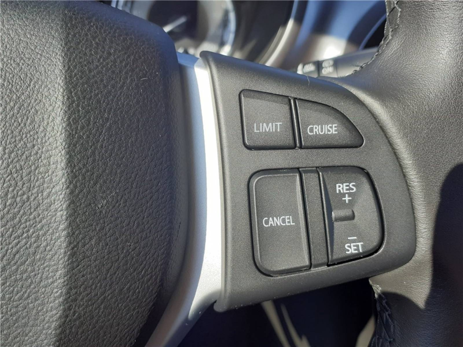SUZUKI Vitara 1.0 Boosterjet - véhicule d'occasion - Groupe Guillet - Opel Magicauto - Chalon-sur-Saône - 71380 - Saint-Marcel - 31